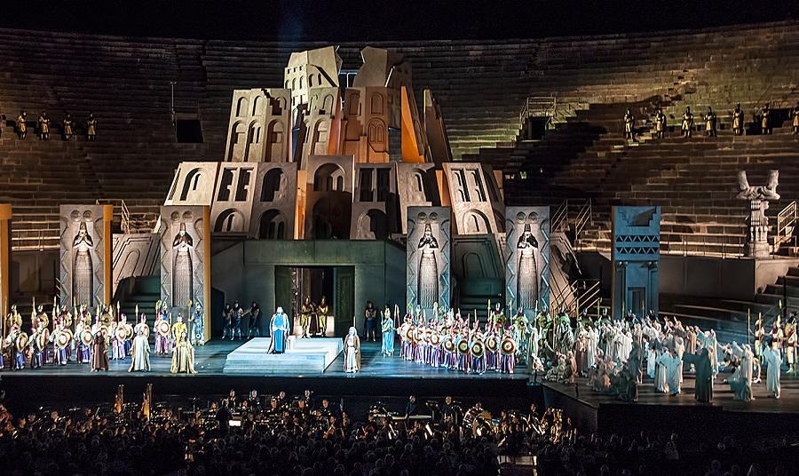 Опера Набукко