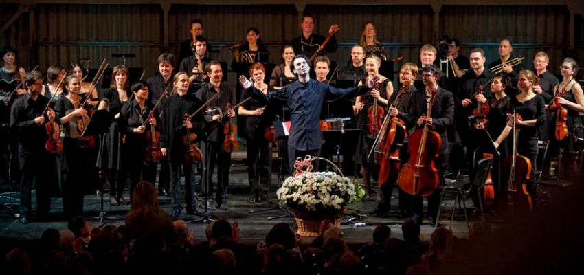 Теодор Курентзис с музыкальным коллективом musicAeterna