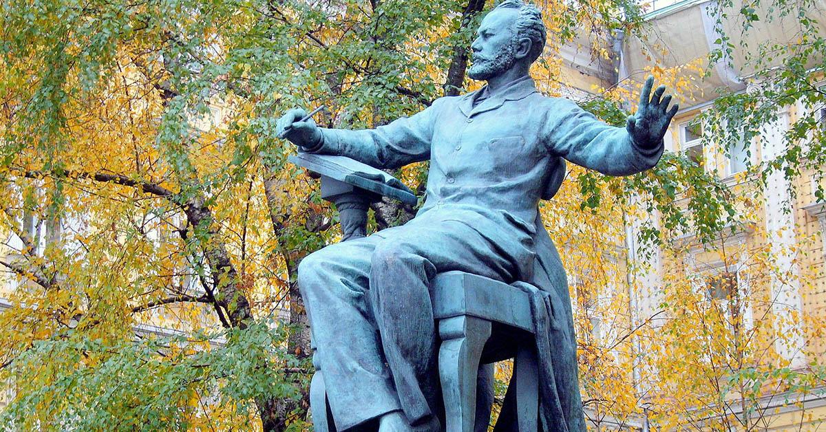 Памятник Чайковскому перед Большим залом консерватории