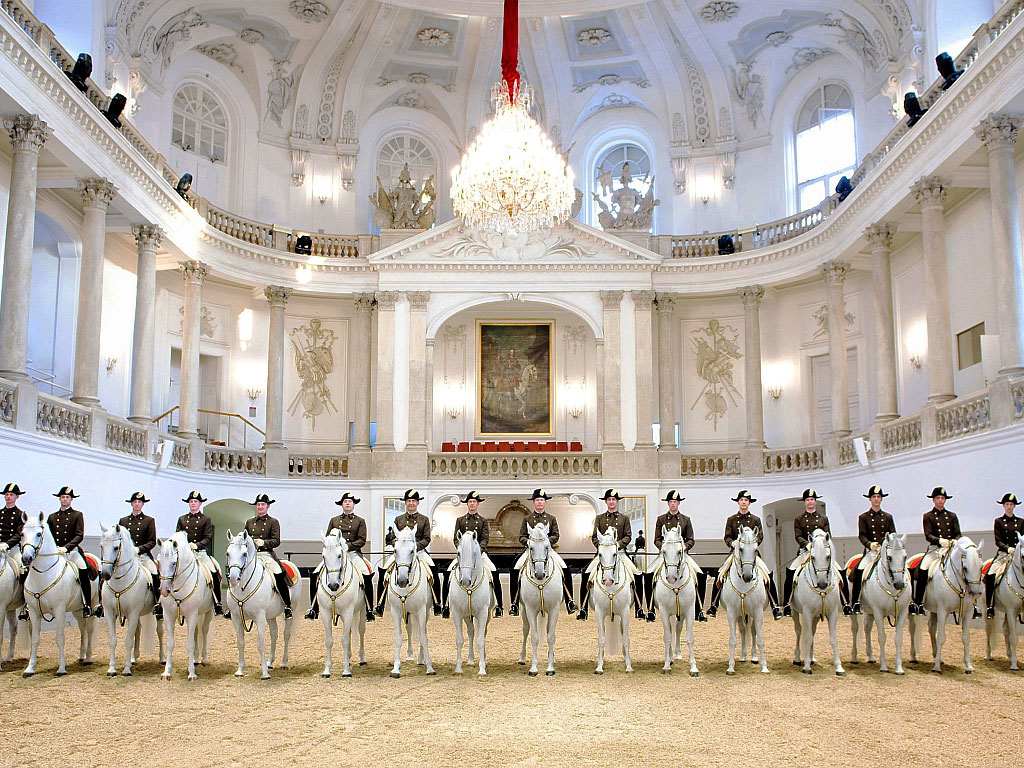 Испанская школа верховой езды в Вене