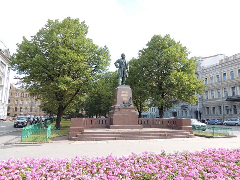 Памятник Михаилу Глинке